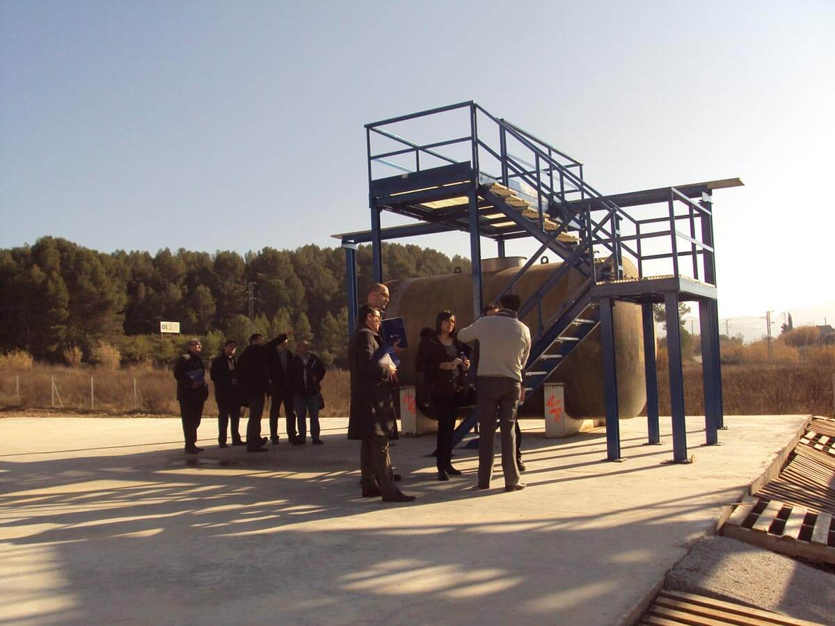 Exterior del Centre Tècnic de Sant Esteve Sesrovires el dia de la Jornada de Portes Obertes