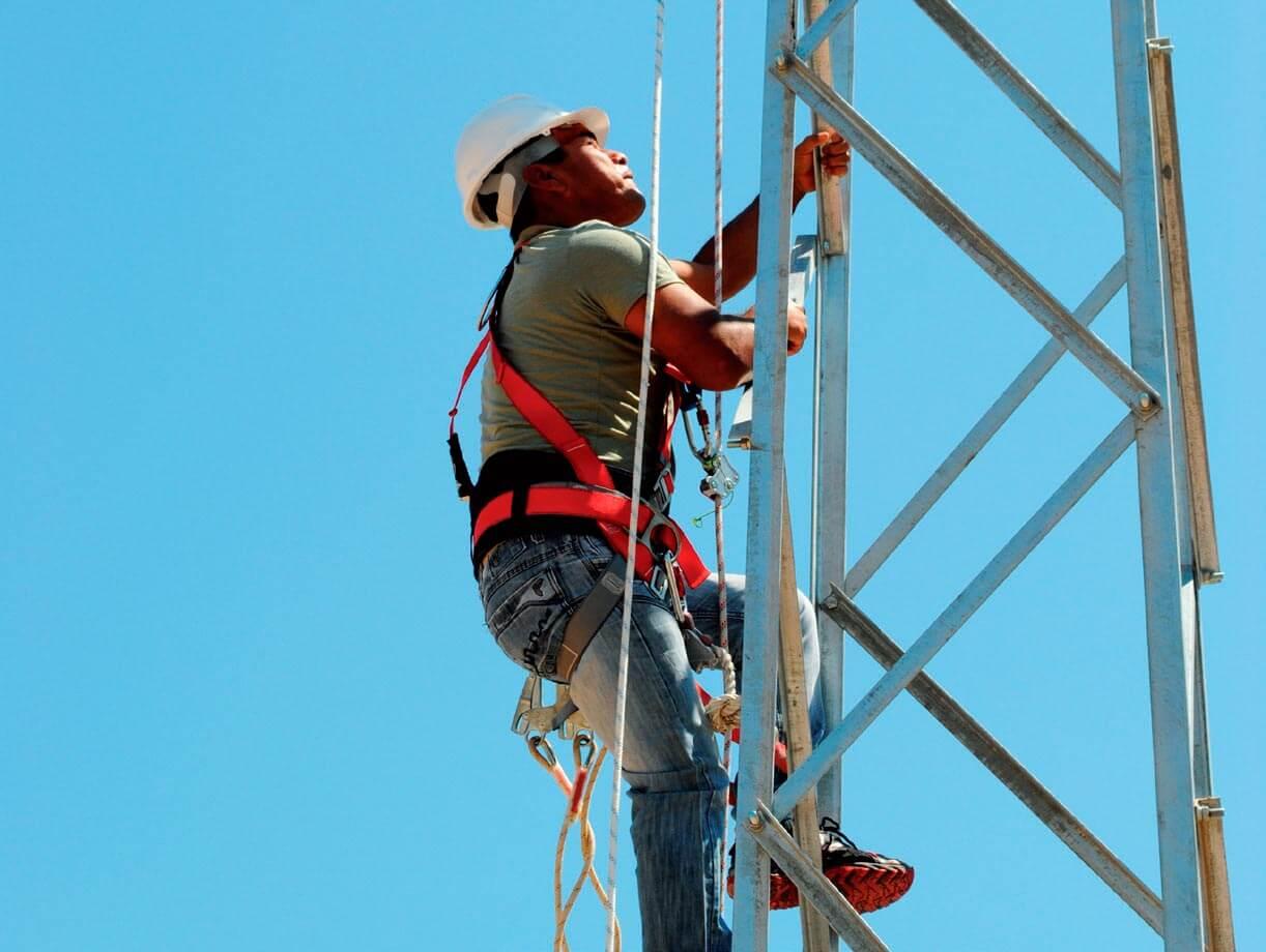 Prácticas de trabajos en altura en el Centro Técnico de Sant Esteve Sesrovires