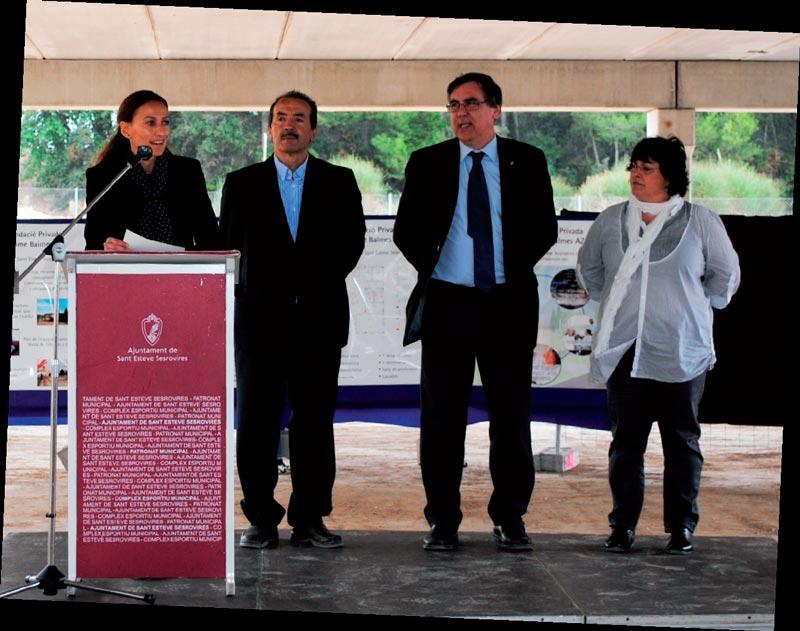 Representantes del Ayuntamiento de Sant Esteve Sesrovires y de la Fundació Privada Jaume Balmes