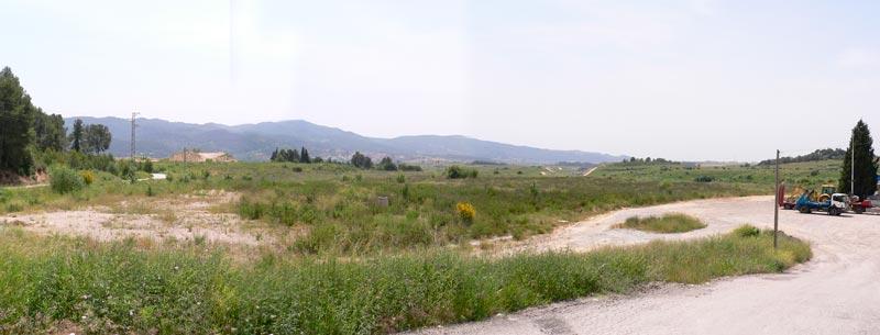 Fotografia dels terrenys cedits per l'Ajuntament de Sant Esteve Sesrovires. Aquests tenen una extensió aproximada d'uns 10.000 m2 i es destinaran fonamentalment a la construcció d'un centre de Formació Professional, Ocupacional i Contínua.